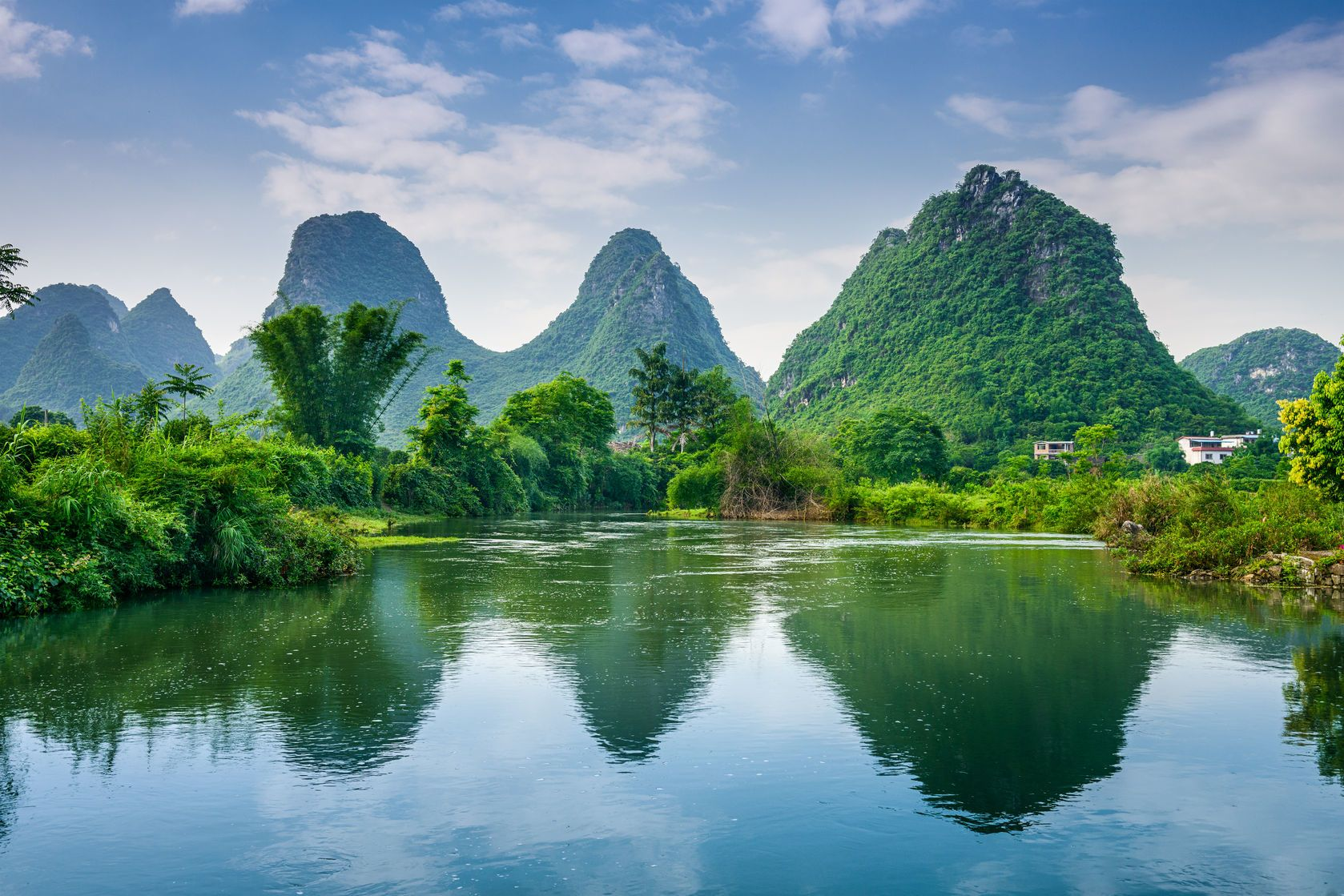 Horská krajina v oblasti Guilin v Číně | sepavo/123RF.com