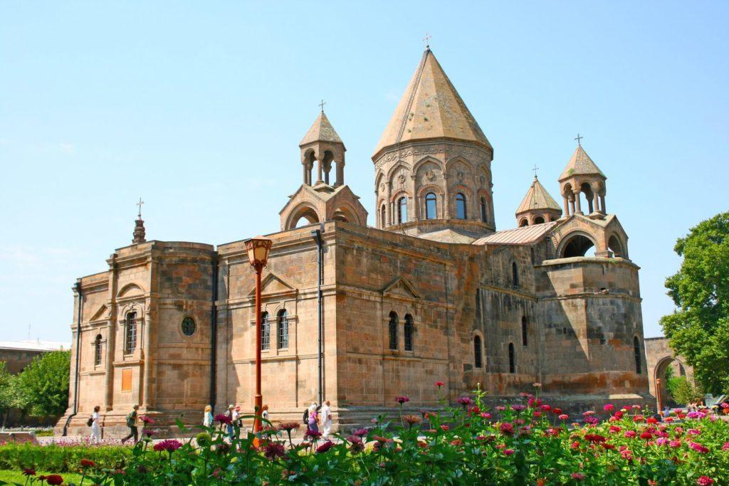 Katedrála svaté Matky Boží ve městě Vagharšapat v Arménii | ruzanna/123RF.com