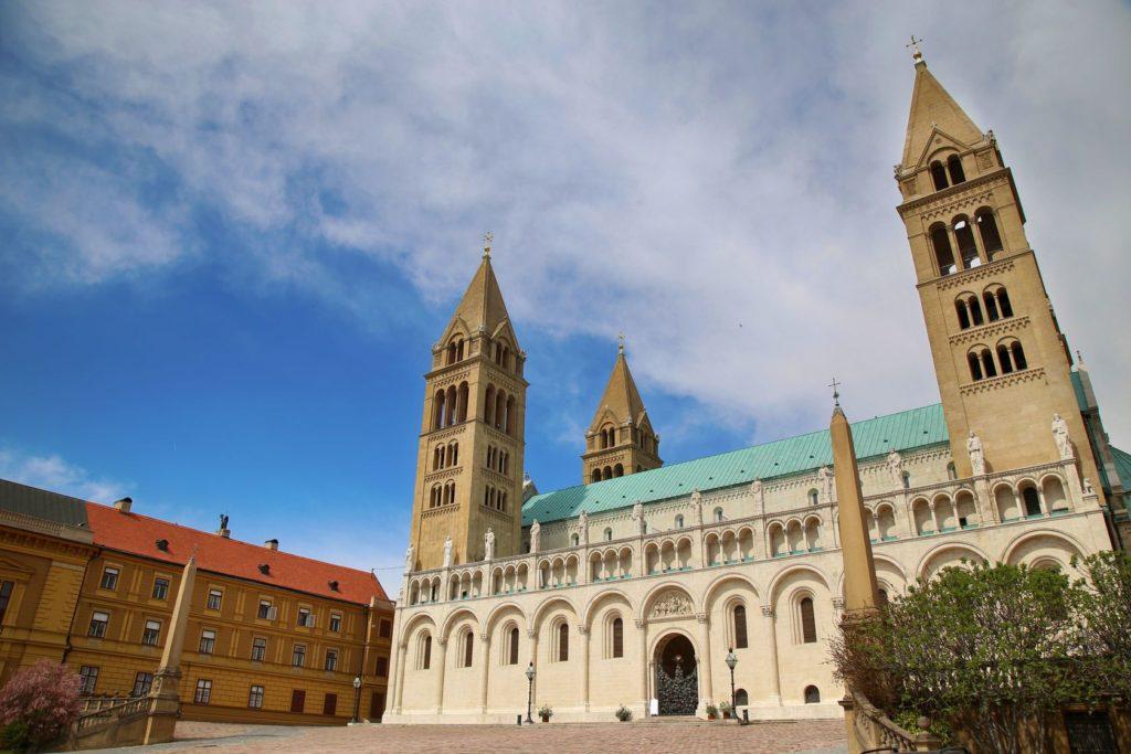 Katedrála svatého Petra a Pavla v městě Pécs | vladacanon9/123RF.com
