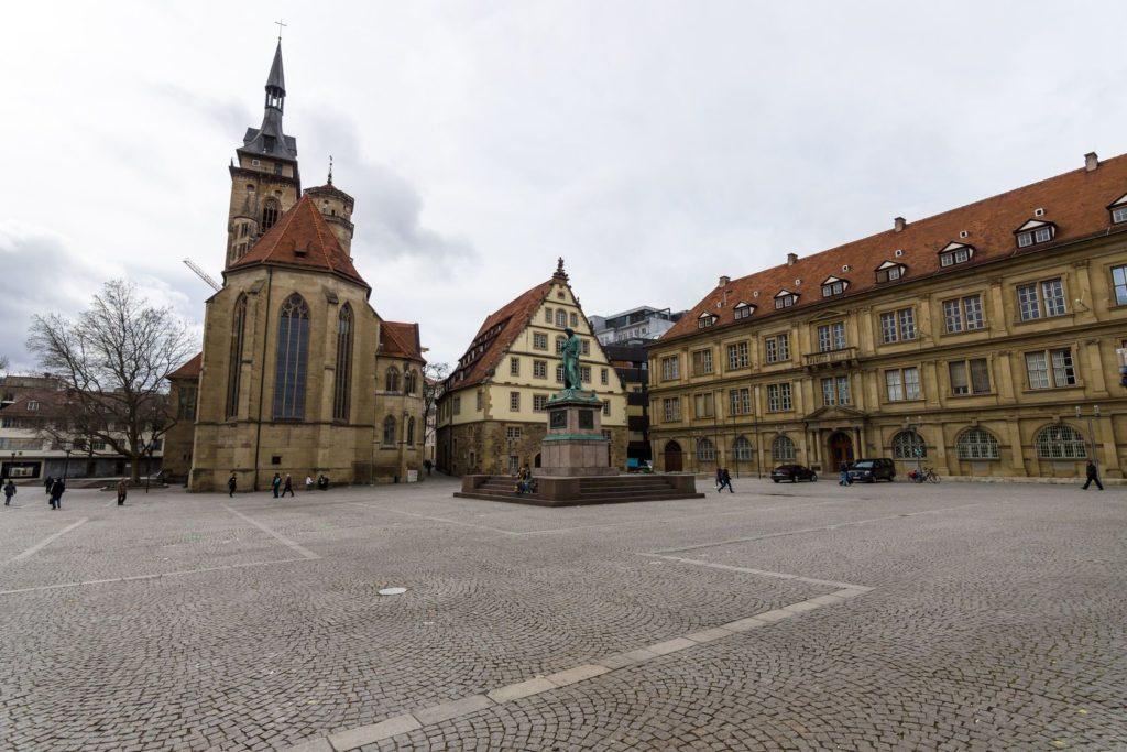 Kostel Stiftskirche ve Stuttgartu | buschmen/123RF.com