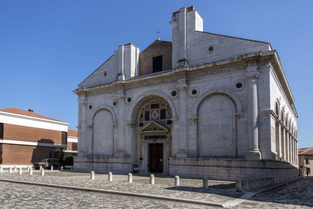 Kostel Tempio Malatestiano v Rimini | steveallenuk/123RF.com