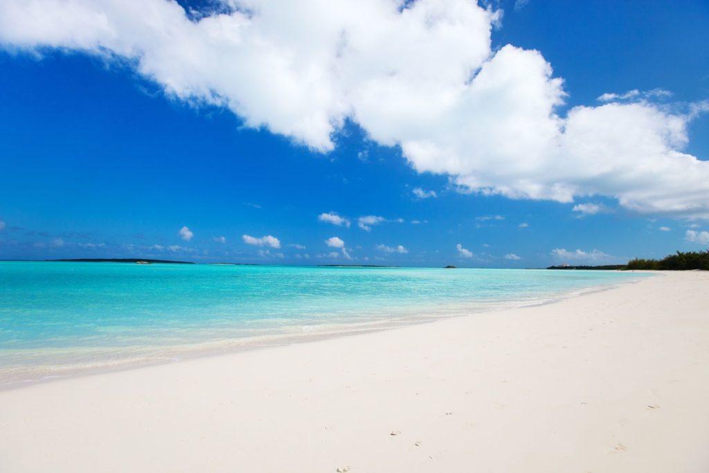 Krásné tropické pláže v oblasti Exuma na Bahamách | shalamov/123RF.com