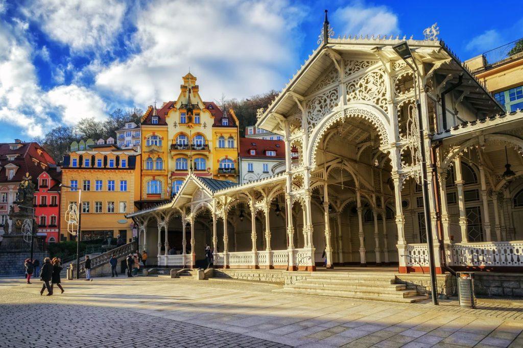 Lázeňské město Karlovy Vary v západních Čechách | atomdruid/123RF.com