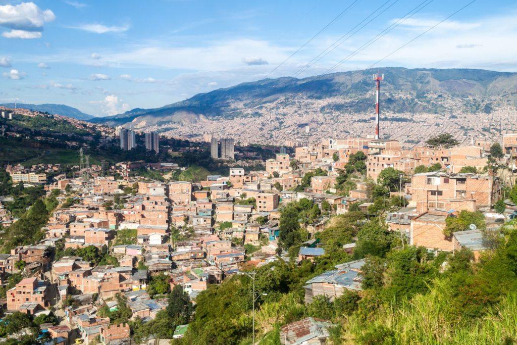 Letecký pohled na Medellín v Kolumbii | mathess/123RF.com