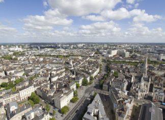 Letecký pohled na Nantes ve Francii | thomaspajot/123RF.com