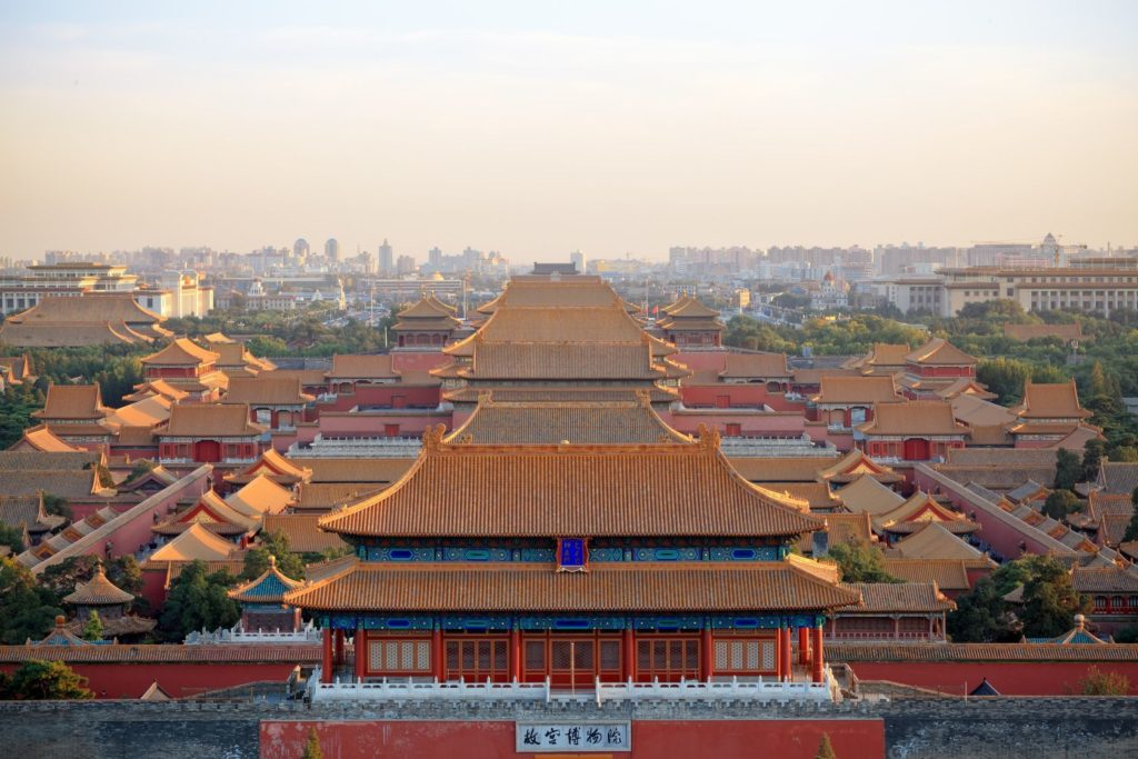 Letecký pohled na Zakázané město v Pekingu | chuyu/123RF.com