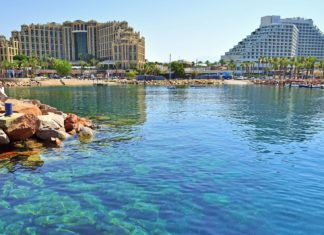 Letovisko Ejlat na pobřeží Rudého moře | saikom/123RF.com