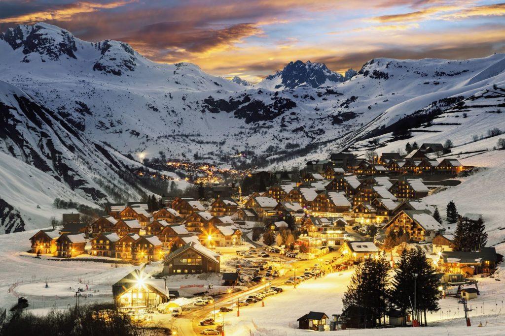 Lyžařské středisko ve francouzských Alpách | vwalakte/123RF.com
