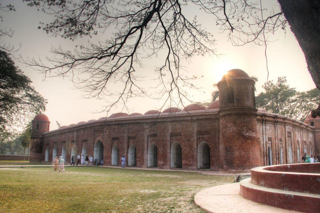 Mešita Shat Gombuj ve městě Bagerhat | waldorf27/123RF.com
