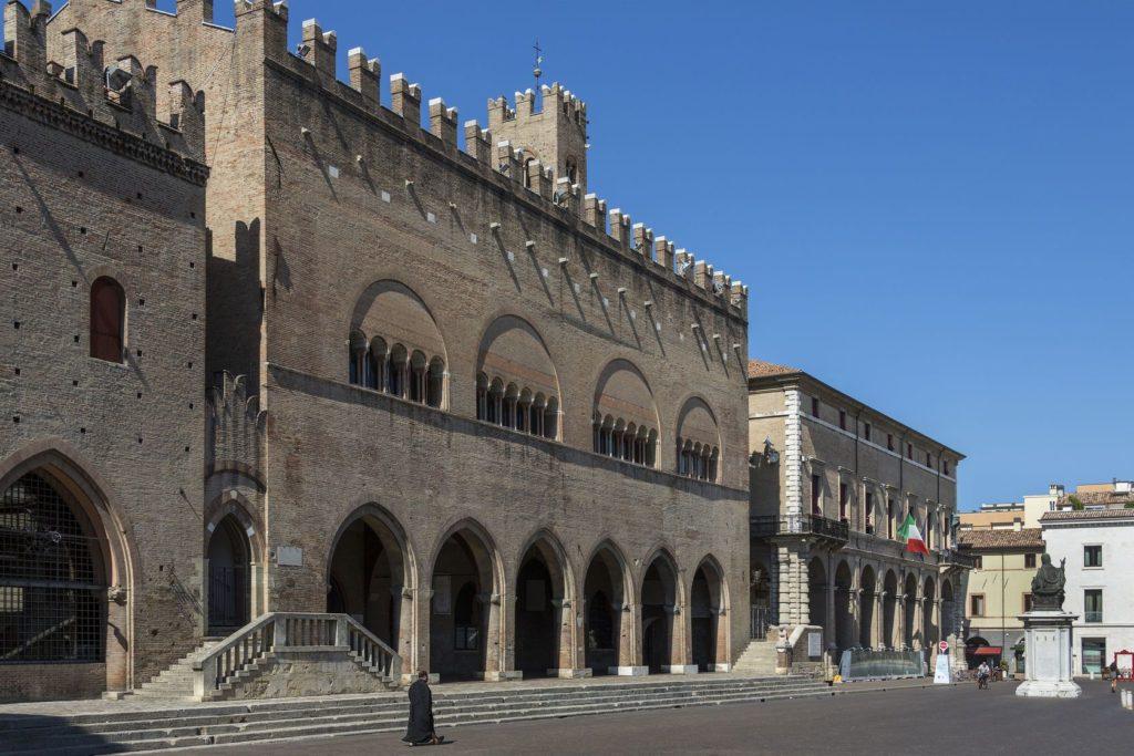 Palazzo dell'Arengo v Rimini | steveallenuk/123RF.com