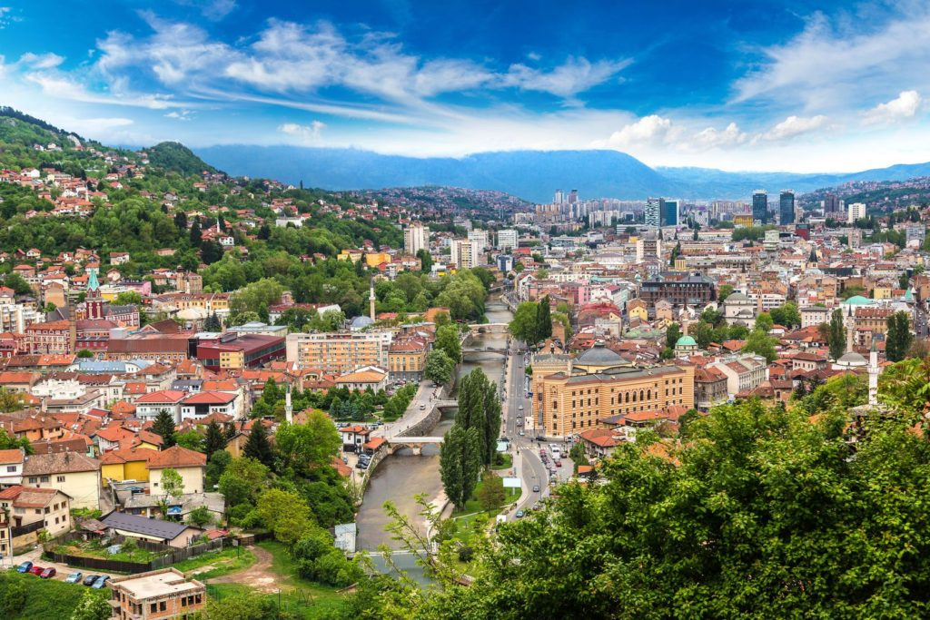 Panoramatický výhled na Sarajevo v Bosně a Hercegovině | bloodua/123RF.com