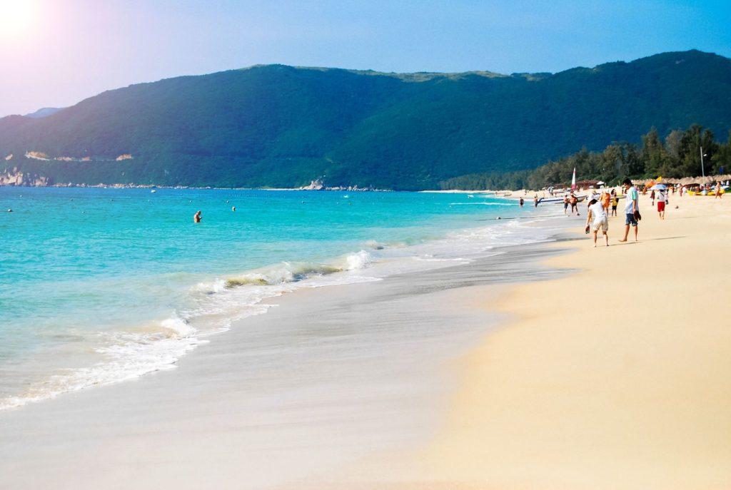 Pláž na čínském ostrově Hainan | ninglu/123RF.com