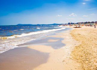 Pláž v italském Rimini | sailorr/123RF.com