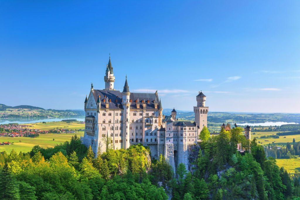 Pohádkový zámek Neuschwanstein v Německu | noppasinw/123RF.com