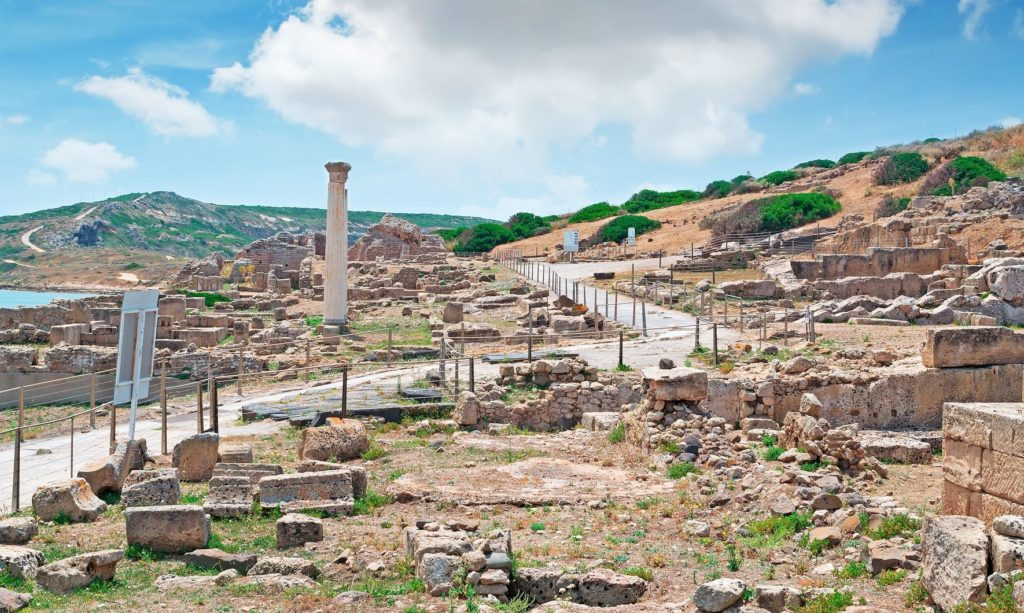 Ruiny města Tharros na pobřeží Sardinie | alkanc/123RF.com