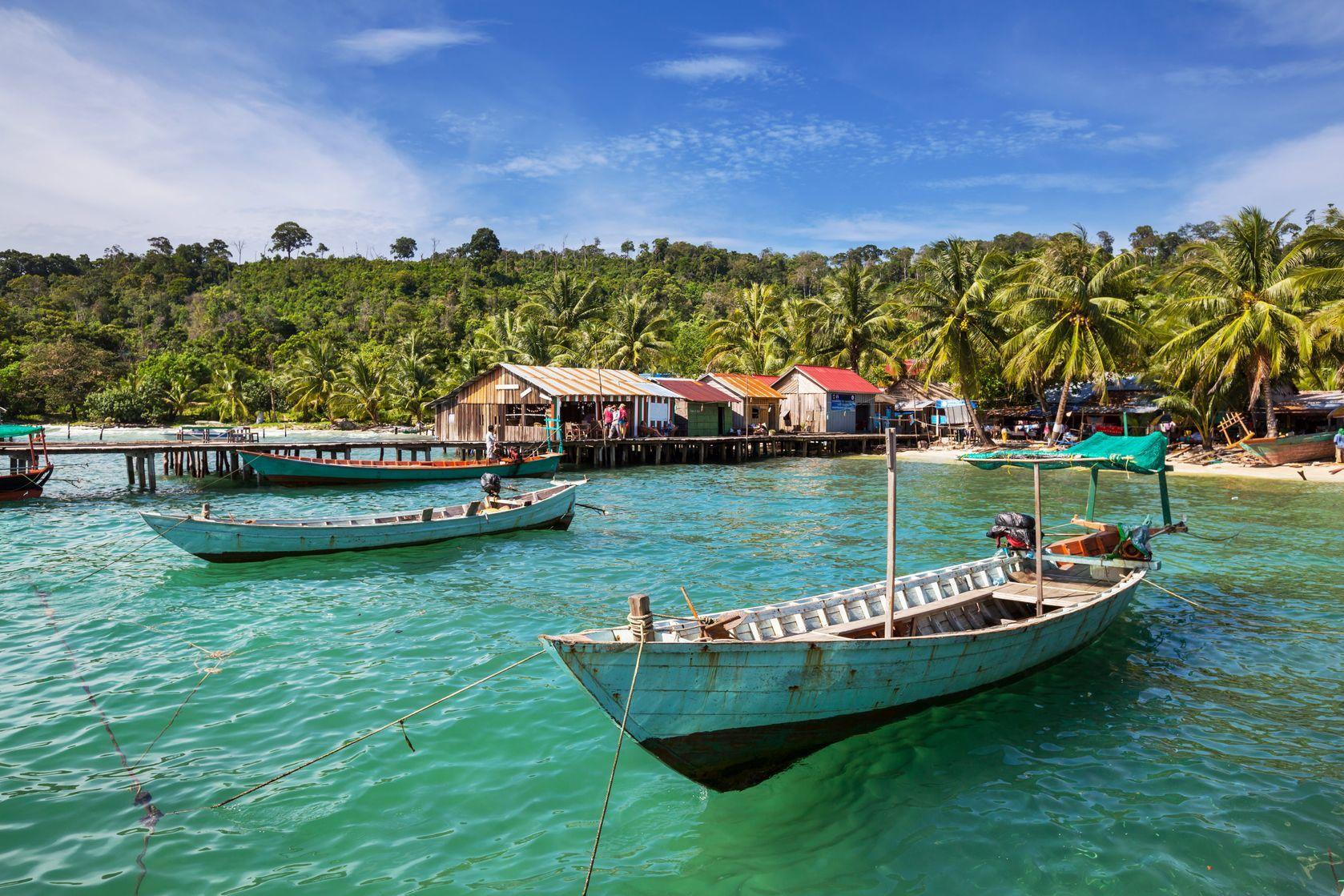 Rybářské lodě na pobřeží Kambodži | kamchatka/123RF.com