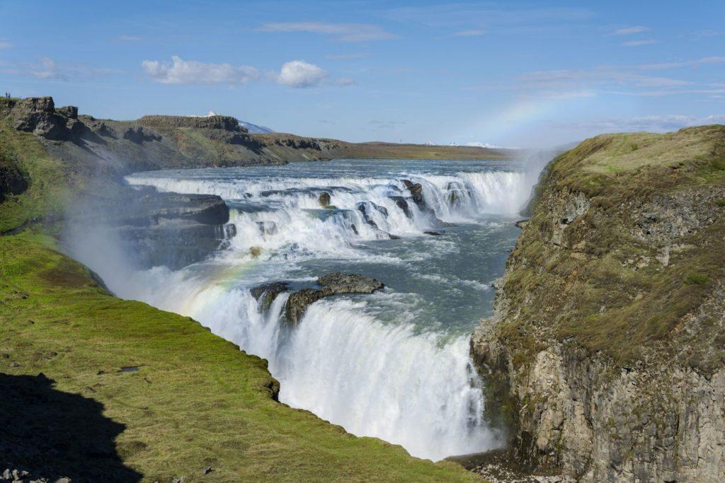 Silné vodopády Gullfoss na Islandu | tanaonte/123RF.com