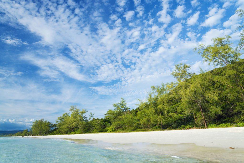 Tropická pláž na sotrově Koh Rong v Kambodže | jackmalipan/123RF.com