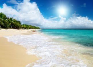 Tropický ráj na pláži v Dominikánské republice | iakov/123RF.com
