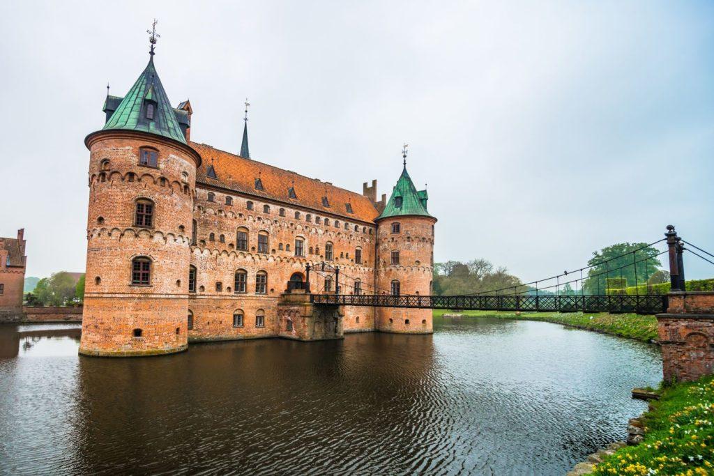 Vodní zámek Egeskov Slot v Dánsku | devteev/123RF.com