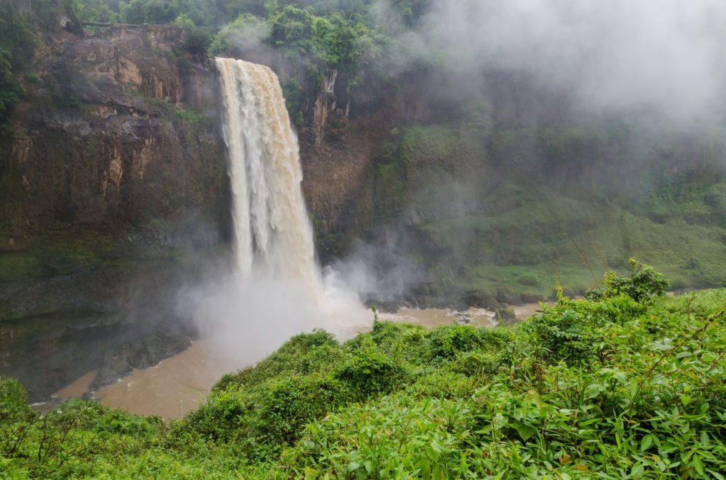 Vodopády Ekom Nkam v Kamerunu   wootan51/123RF.com