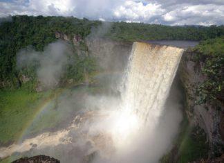 Vodopády Kaieteur v jihoamerické Guyaně | rafcha/123RF.com