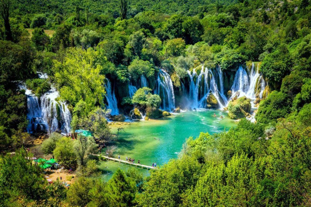 Vodopády Kravice na řece Trebizat v Bosně a Hercegovině | marinv/123RF.com