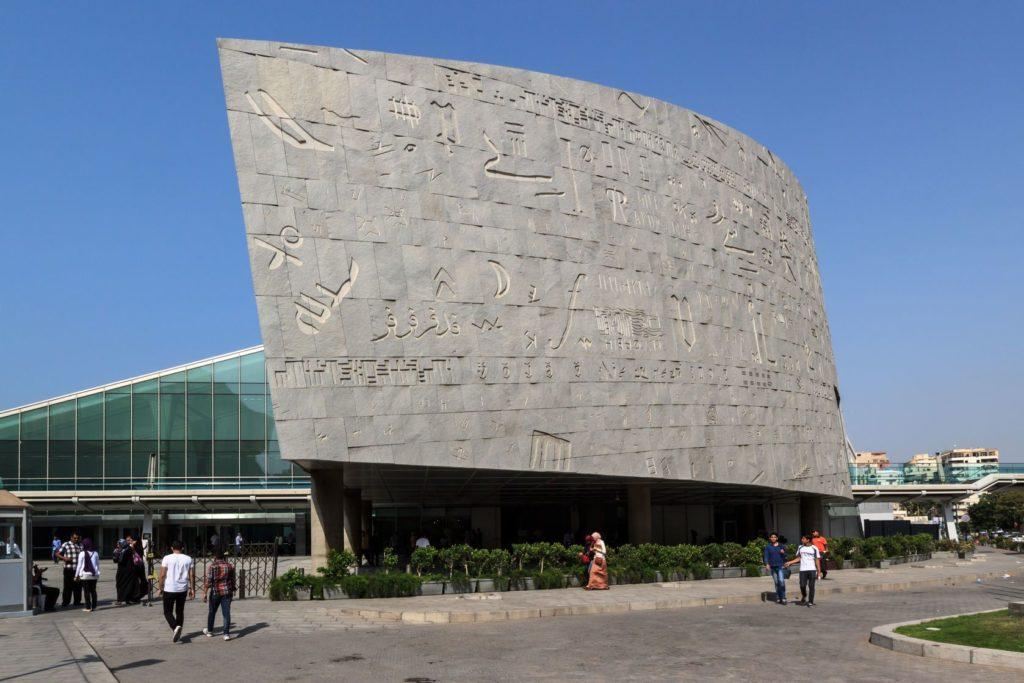 Vstup do Alexandrijské knihovny v Egyptě | yarlander/123RF.com