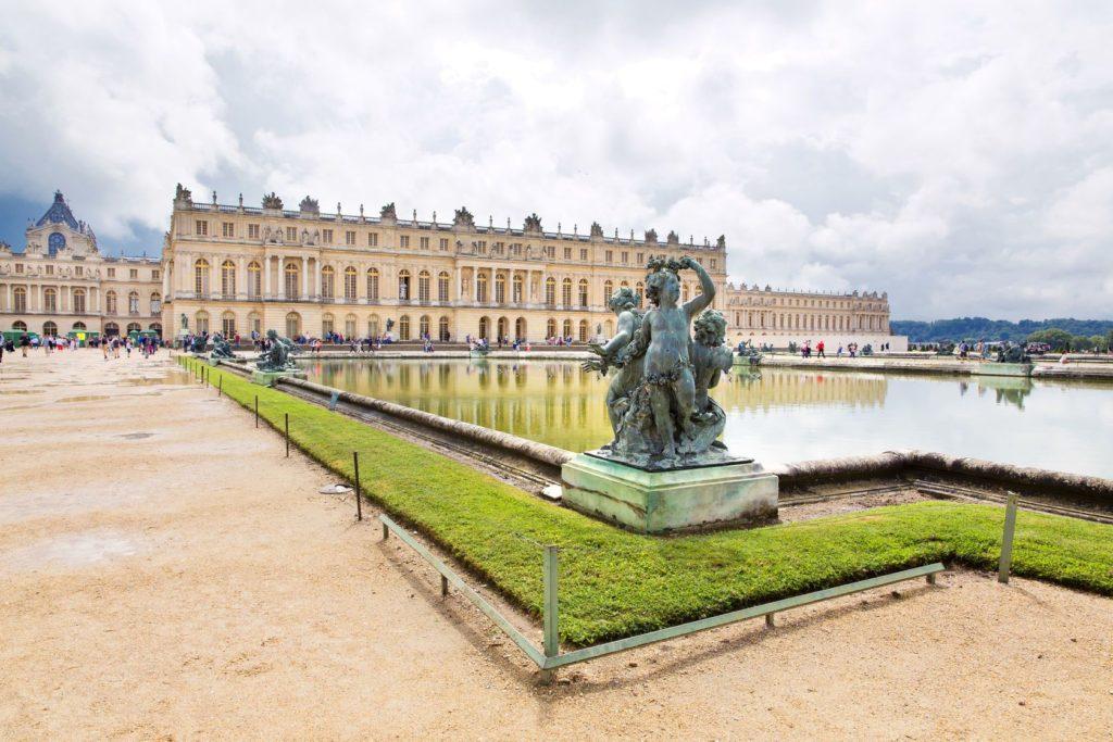 Zámek ve Versailles ve Francii | lachris77/123RF.com