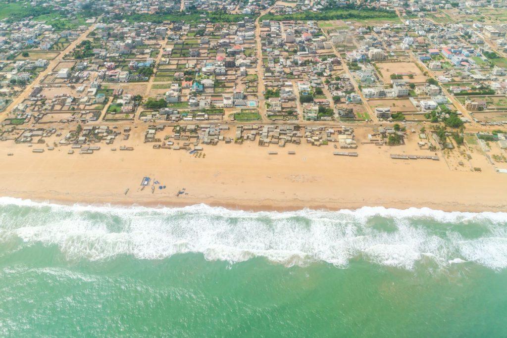 Letecký pohled na město Cotonou v Beninu   derejeb/123RF.com