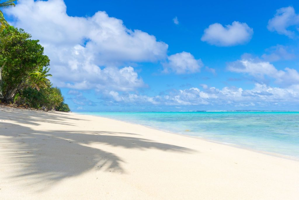 Pláž na ostrově Rarotonga na Cookových ostrovech | fbxx/123RF.com
