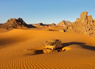 Pouštní krajina v Libyi | poendl/123RF.com