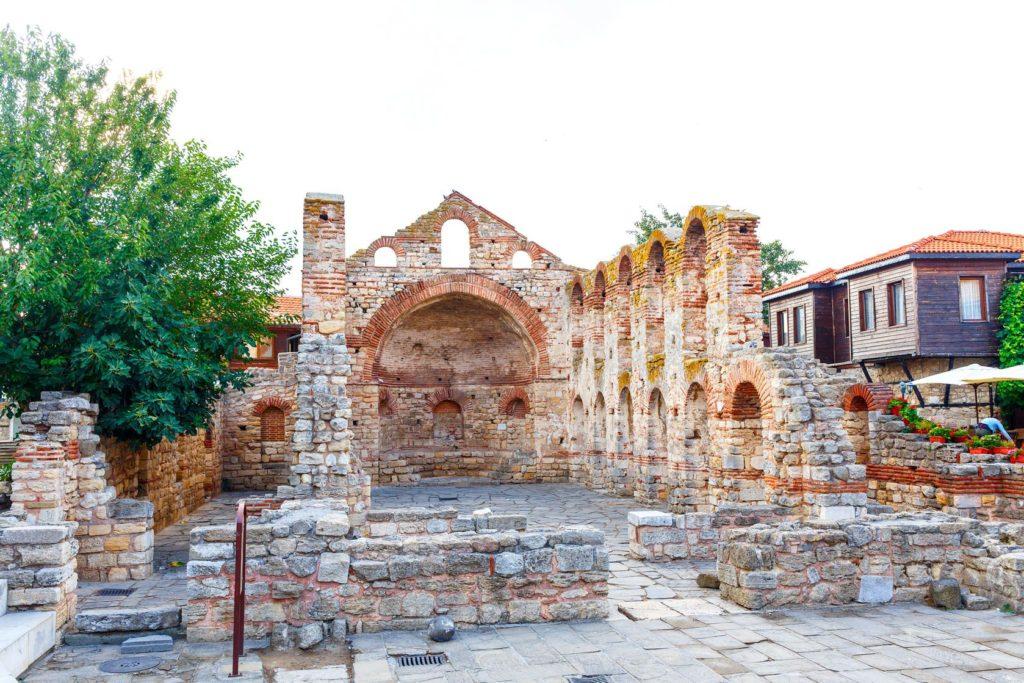 Ruiny chrámu Starata Metropolia v Nesebaru | aksakalko/123RF.com