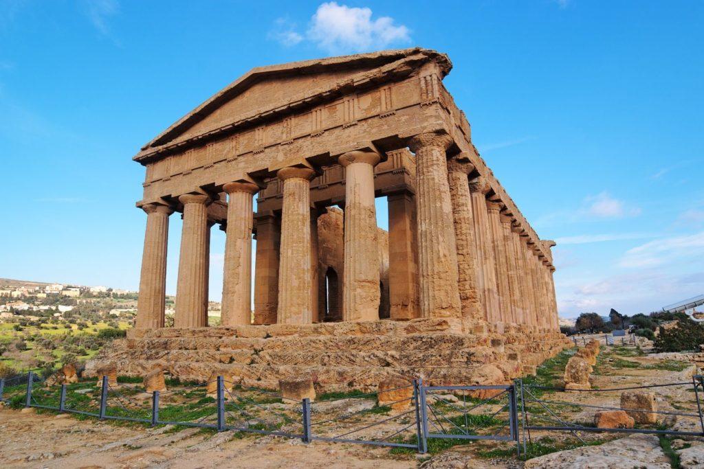 Chrám Concordia v Údolí chrámů poblíž města Agrigento | slavapolo/123RF.com