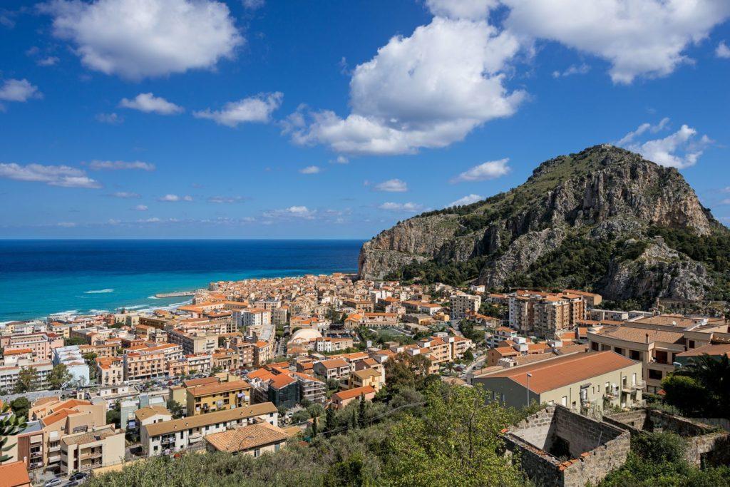 Staré sicilské město Cefalú | nanisimova/123RF.com
