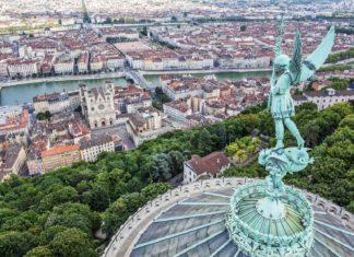 Pohled na Lyon z baziliky Notre Dame | vwalakte/123RF.com